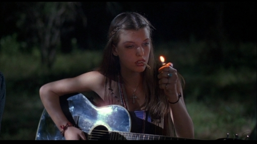 Milla-in-Dazed-and-Confused-milla-jovovich-12603178-853-480